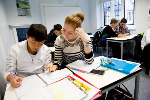 Lớp học kèm riêng cho học sinh tại Bellerbys College.