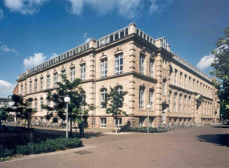 hoc-vien-cong-nghe-Karlsruhe